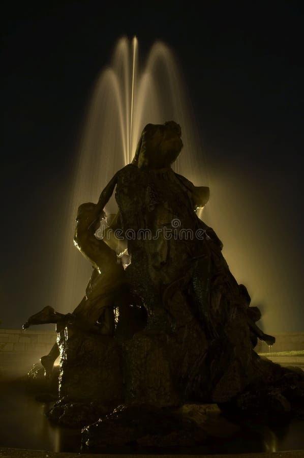 springbrunn för budabudapest slott royaltyfri bild