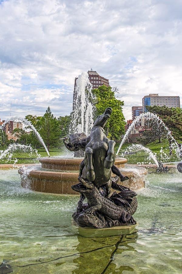 Springbrunn för JC Nichols, Kansas City Missouri, vatten, royaltyfria foton