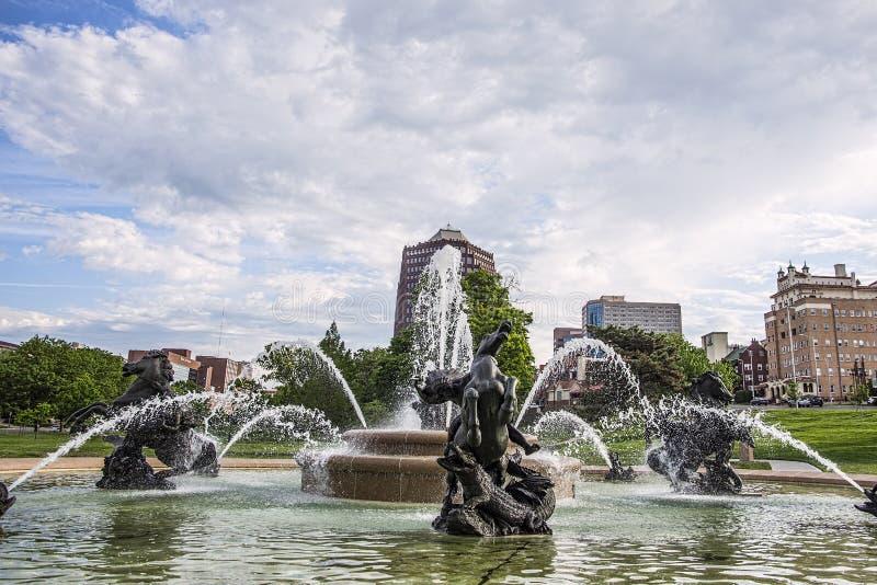 Springbrunn för JC Nichols, Kansas City Missouri, vatten, arkivbild
