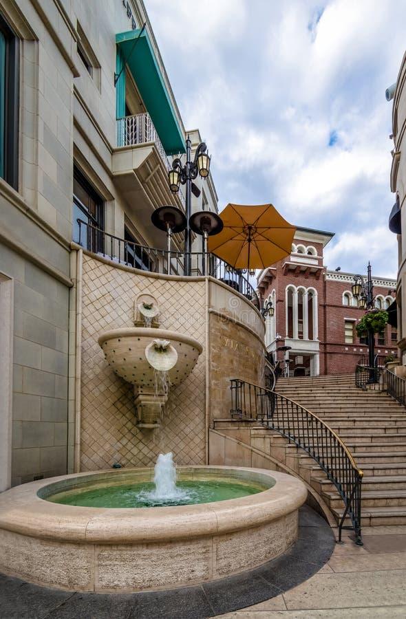 Springbrunn för rodeodrevgata i Beverly Hills - Los Angeles, Kalifornien, USA arkivbilder