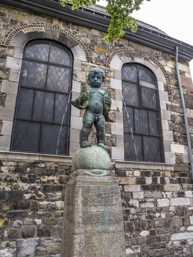 Springbrunn Fischpueddelchen i Aachen, Tyskland royaltyfri bild