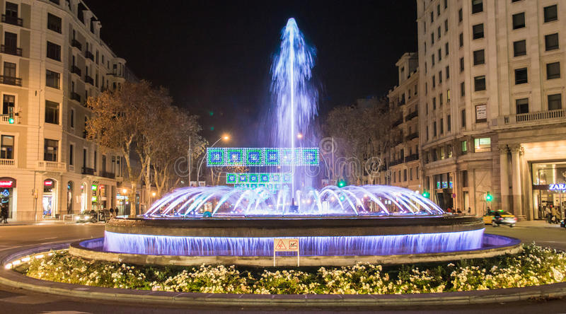 Springbrunn Gran via Barcelona Spanien arkivfoto
