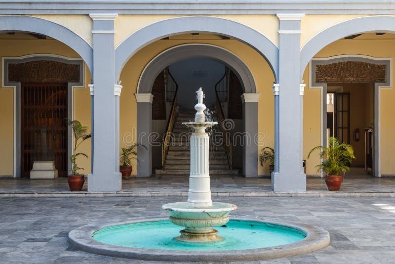 Springbrunn i den historiska delen av den Veracruz staden royaltyfria bilder