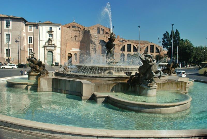 Springbrunn i Piazzadellaen Republica, Rome royaltyfri fotografi