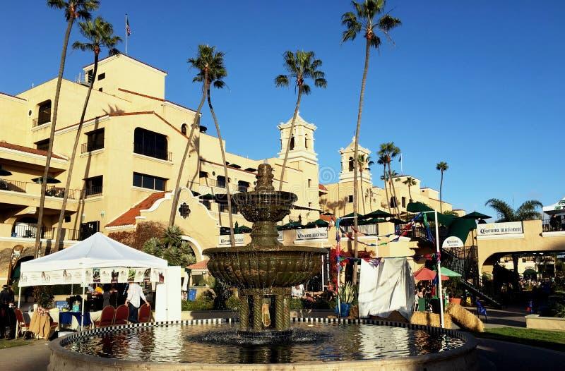 Springbrunn i plazaen de Mexico på Del Mar Del Mar Thoroughbred Club arkivfoto