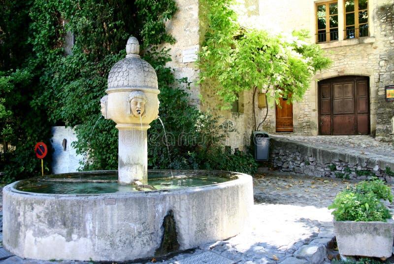 Springbrunn i Provence fotografering för bildbyråer