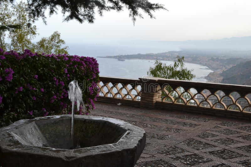 Springbrunn i Sicilien royaltyfri foto