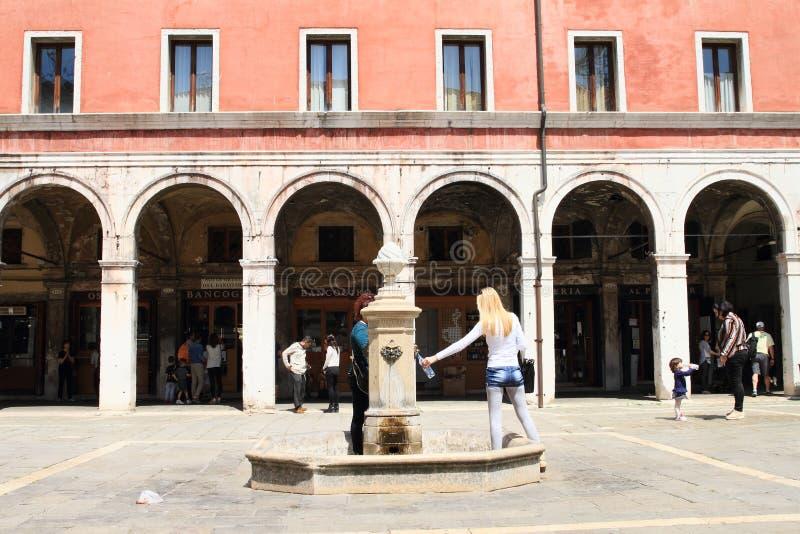 Springbrunn i Venedig arkivbilder