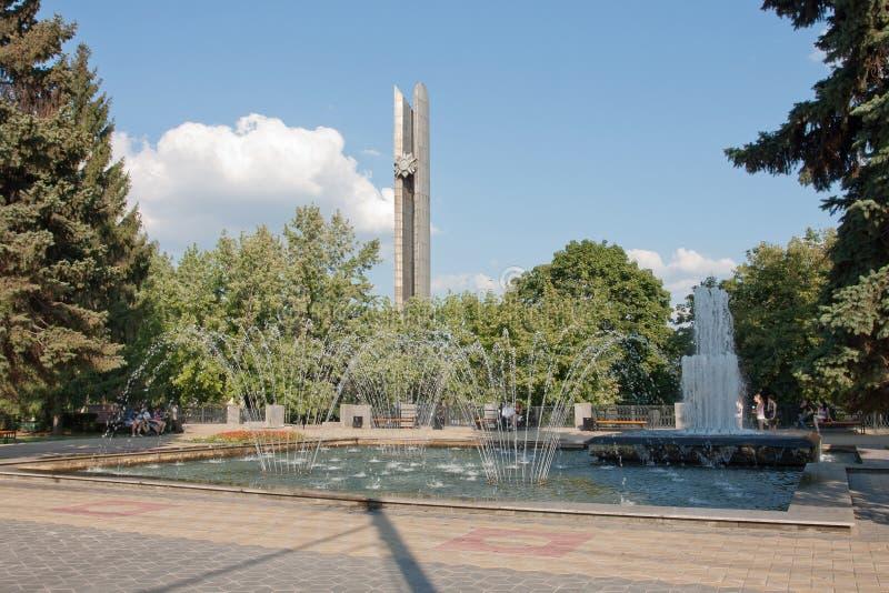 Springbrunn och obelisken arkivfoto