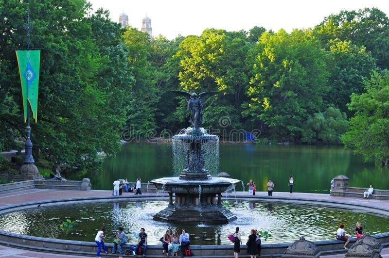 Springbrunn på Bethesda Terrace i Central Park, New York City, USA royaltyfria foton