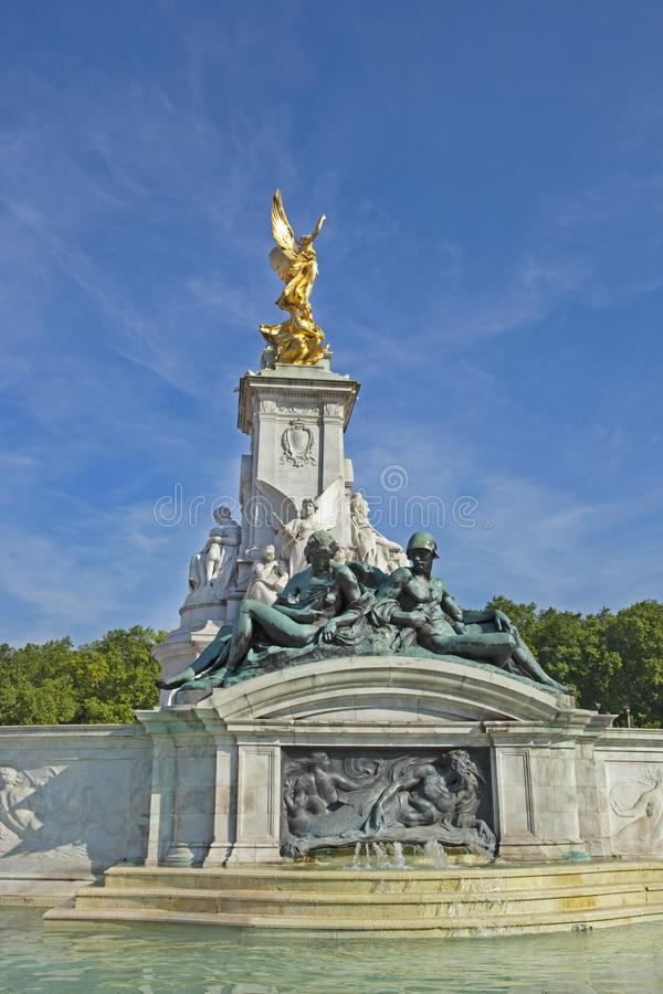 Springbrunn på Buckingham Palace fotografering för bildbyråer
