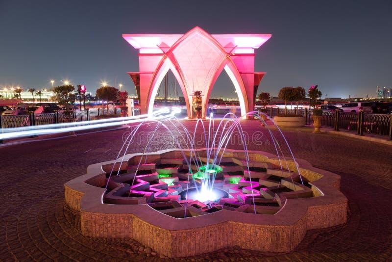 Springbrunn på Cornichen i Doha, Qatar fotografering för bildbyråer