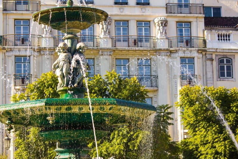Springbrunn på den Rossio fyrkanten i Lissabon, Portugal arkivbilder