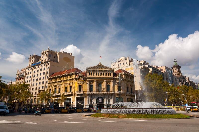 Springbrunn på Passeigen de Gracia barcelona spain fotografering för bildbyråer