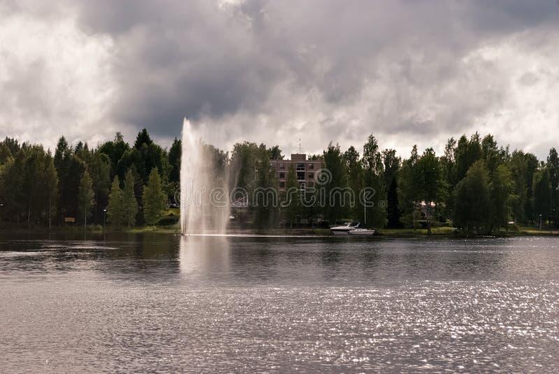 Springbrunn på vattnet arkivfoton