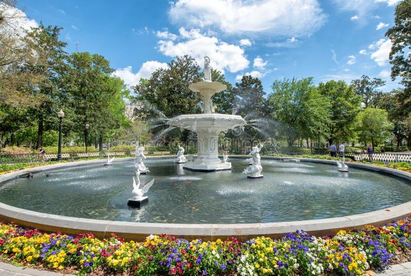 Springbrunnen av Forsyth parkerar i savannahen, Georgia - USA fotografering för bildbyråer