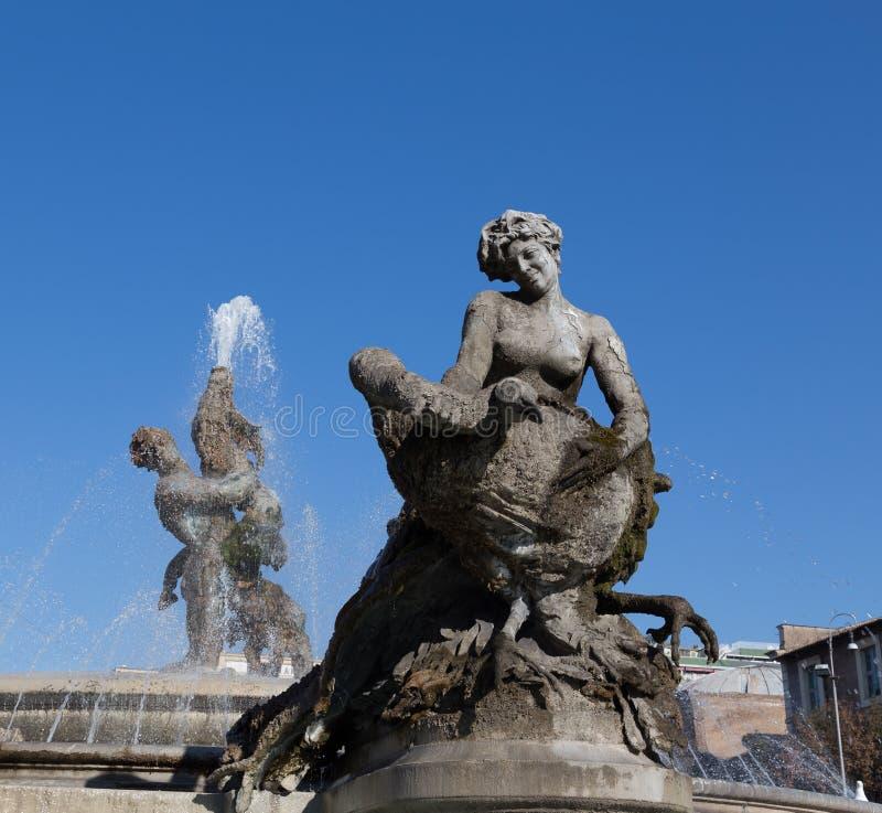 Springbrunnen av najaderna på piazzadellaen Repubblica arkivfoton