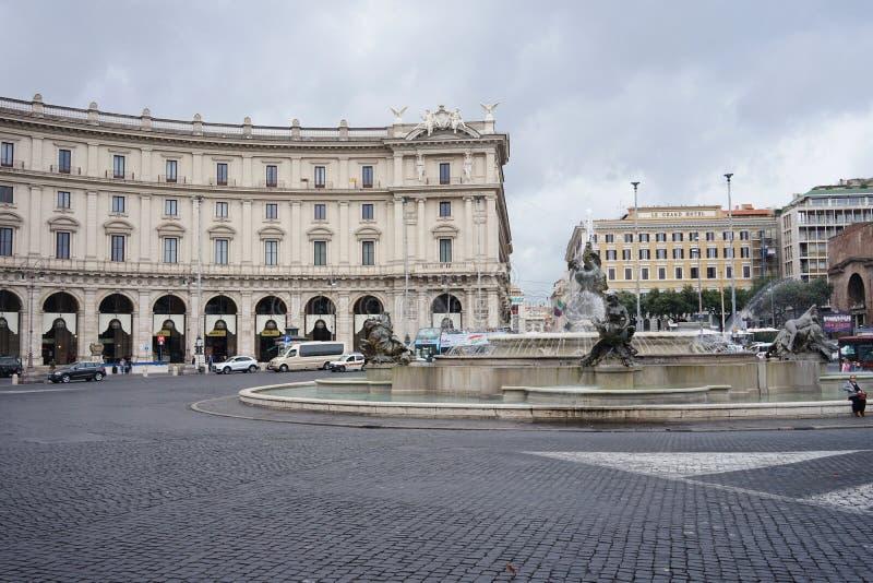 Springbrunnen av najaderna på piazzadellaen Repubblica i Rome arkivfoto
