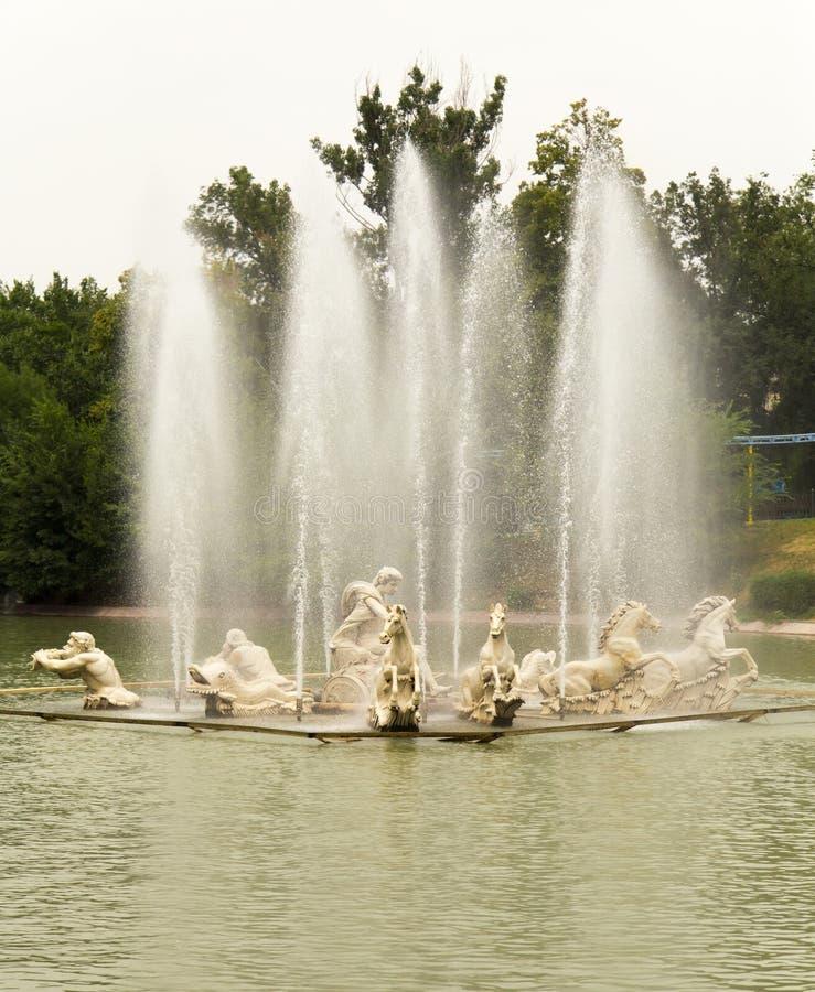 Download Springbrunnen av vattnet arkivfoto. Bild av vått, vatten - 106831776