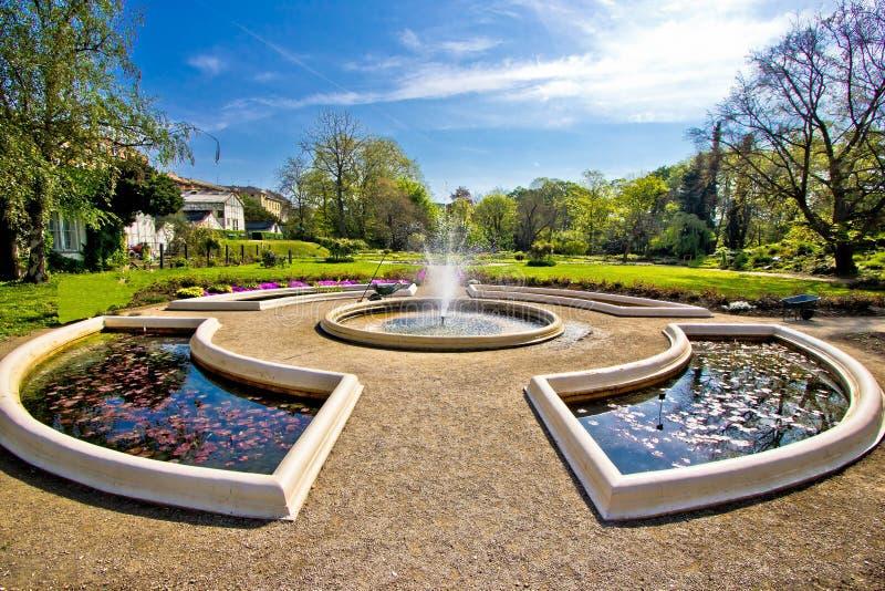 Springbrunnen och parkerar i Zagreb royaltyfri foto