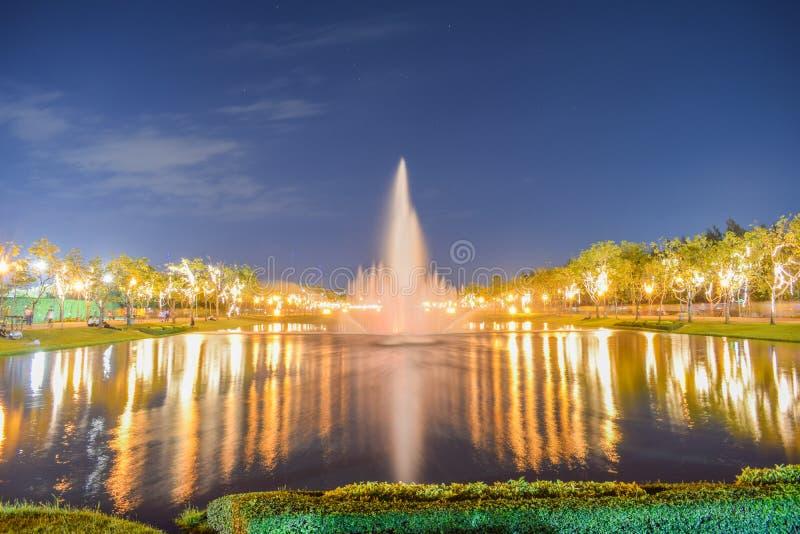 Springbrunnen på allmänhet parkerar royaltyfri bild