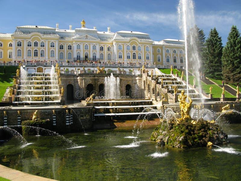 springbrunnpetersburg st royaltyfri fotografi