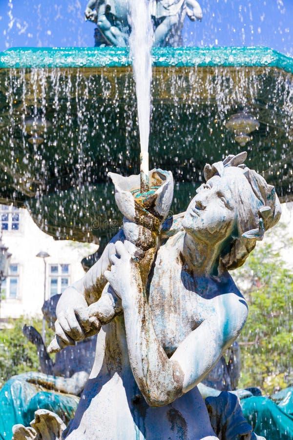 SpringbrunnRossio fyrkant i Lissabon, i Portugal royaltyfria bilder