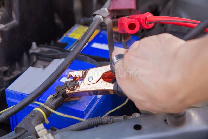Springen der Batterie für die Aufladung lizenzfreies stockbild