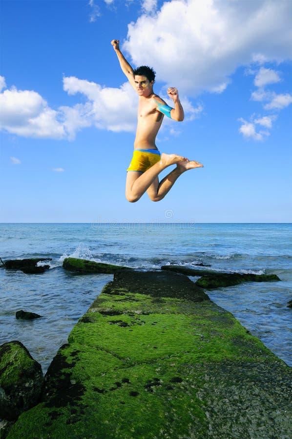 Springen der Freude stockfoto