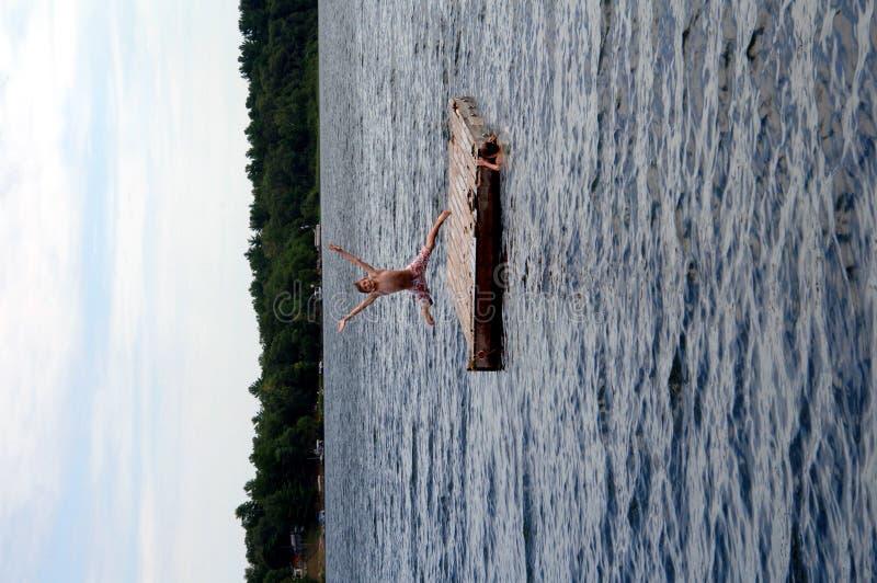 Springen in See stockbilder
