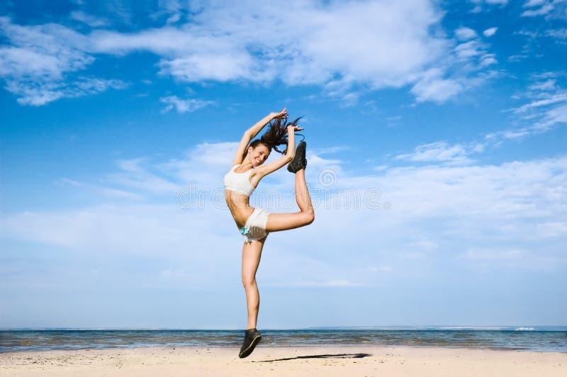 Springen Sie für Gesundheit und Jugend stockfotos