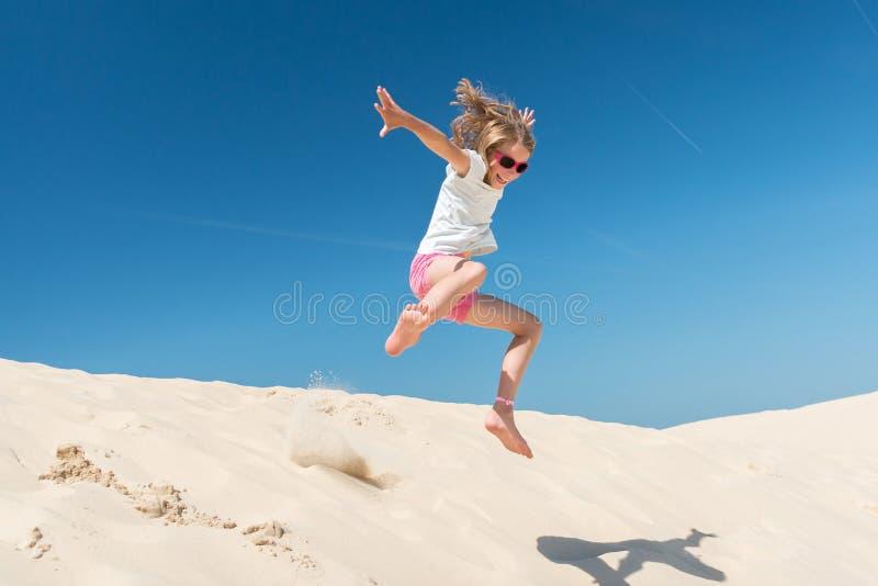 Springen Sie Mädchen lizenzfreies stockbild