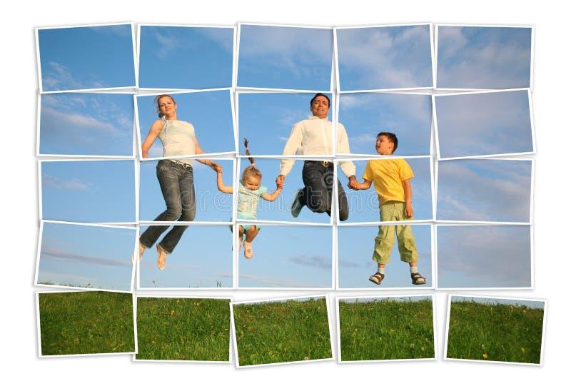 Springende Familie auf Gras, Collage stockbild
