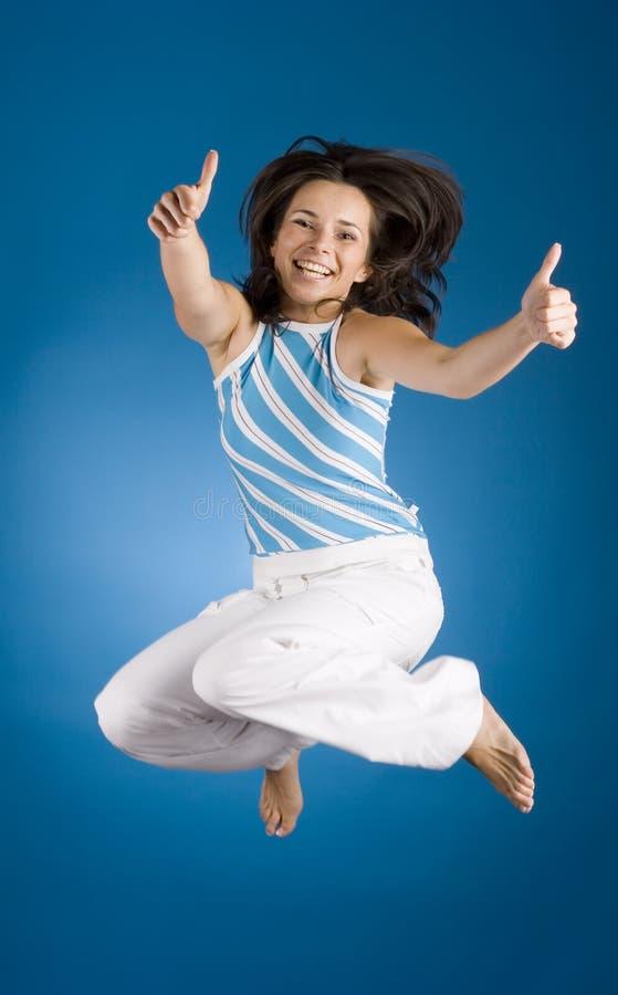 Springende gelukkige vrouw stock afbeeldingen