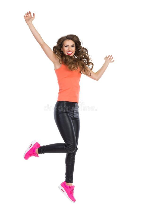 Springende glückliche Frau stockbild