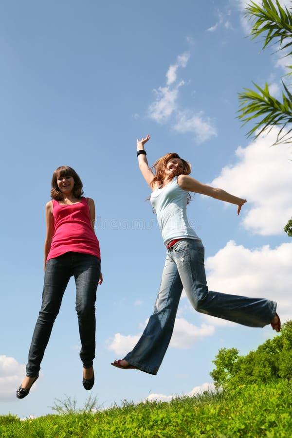 Springende Mädchen stockfoto