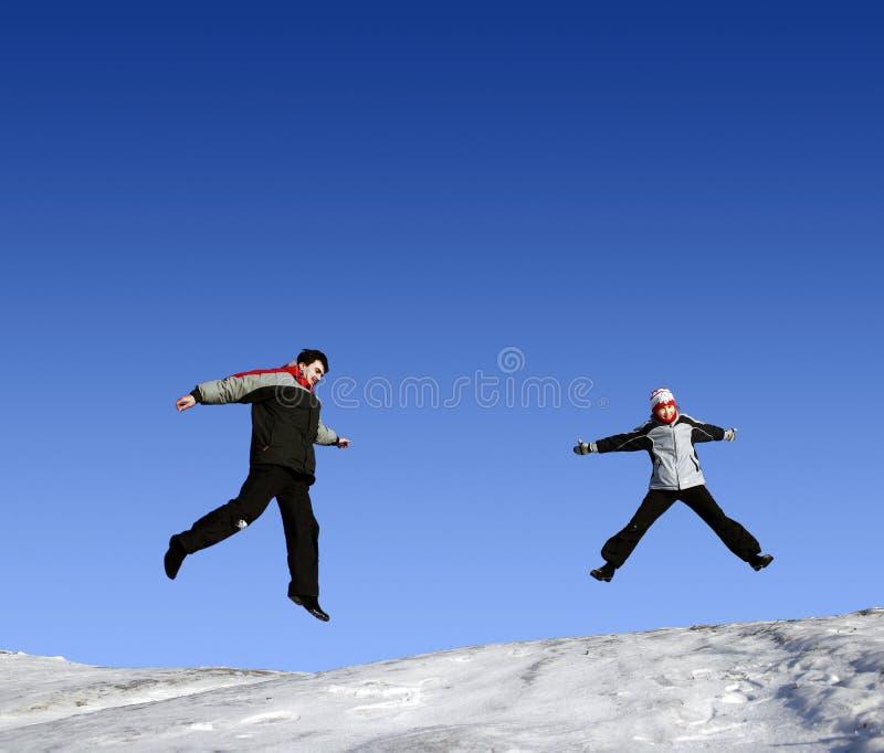Springende meisjes in de winter royalty-vrije stock foto