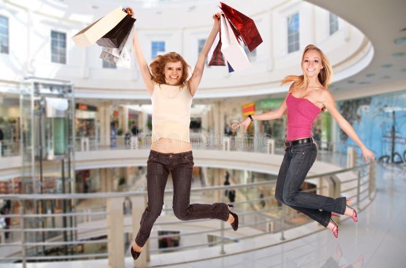 Springende meisjes in winkelcentrum, collage stock afbeeldingen