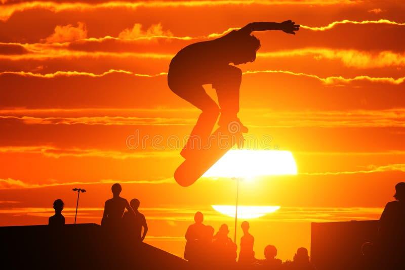 Springende schaatser stock afbeeldingen