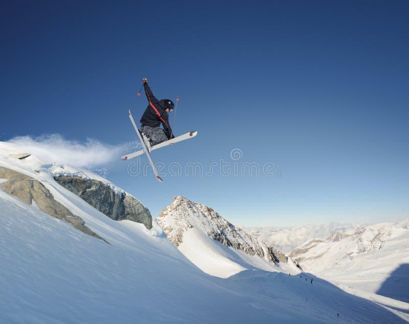 Springende Skiër stock afbeelding