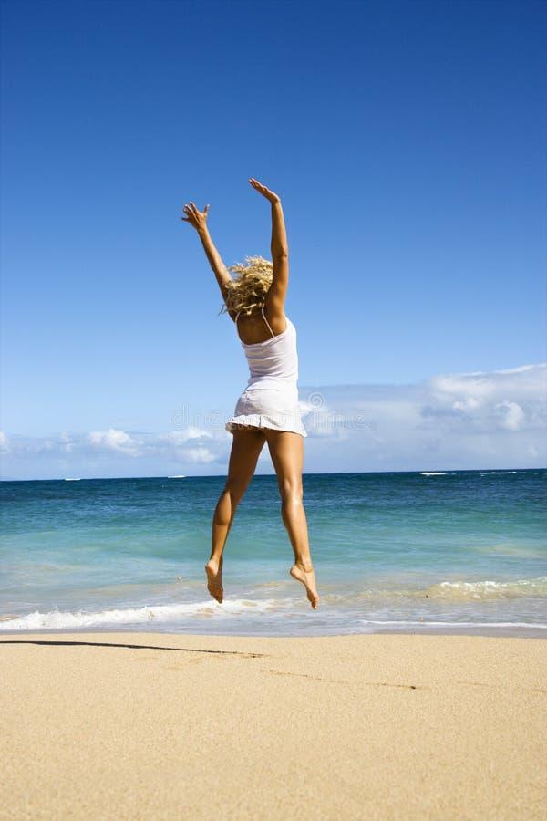 Springende vrouw. royalty-vrije stock afbeeldingen