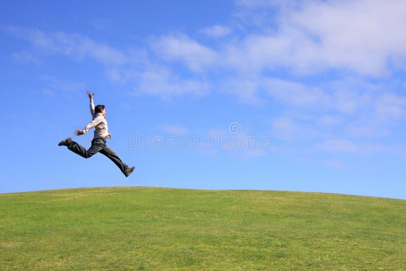 Springender Mann stockfotografie