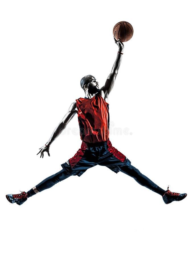 Springendes eintauchendes Schattenbild des afrikanischen Mannbasketball-spielers lizenzfreie stockfotografie