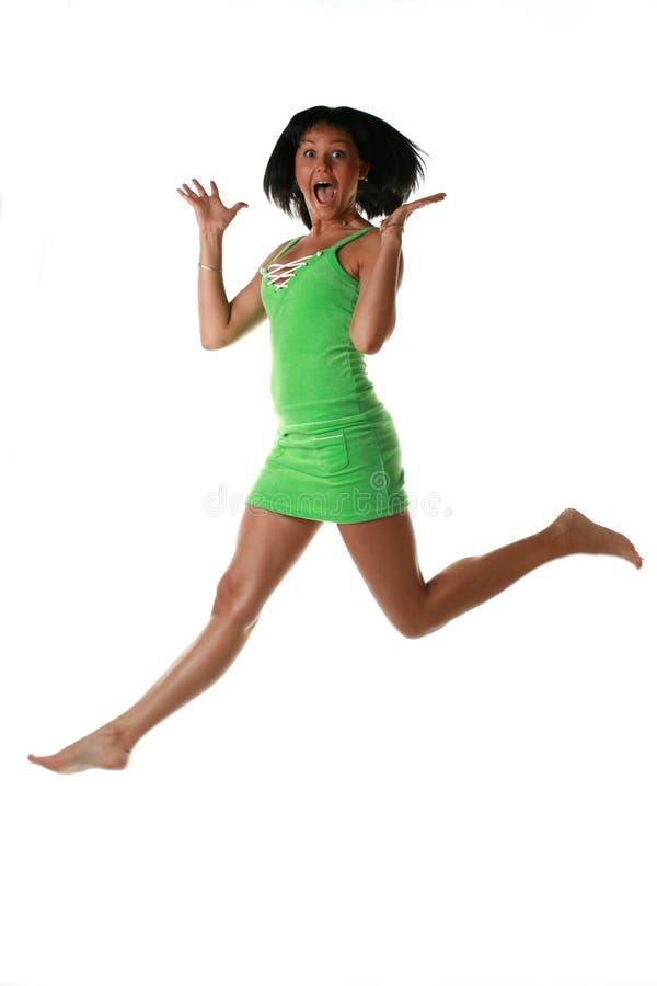 Springendes Mädchen lizenzfreie stockfotografie