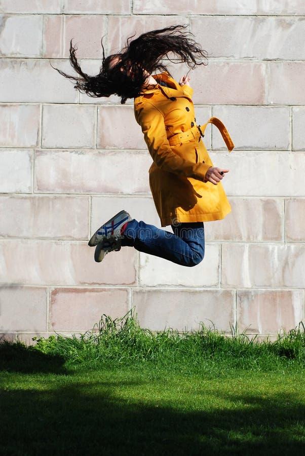Download Springendes Mädchen stockbild. Bild von fliege, sprung - 9093525
