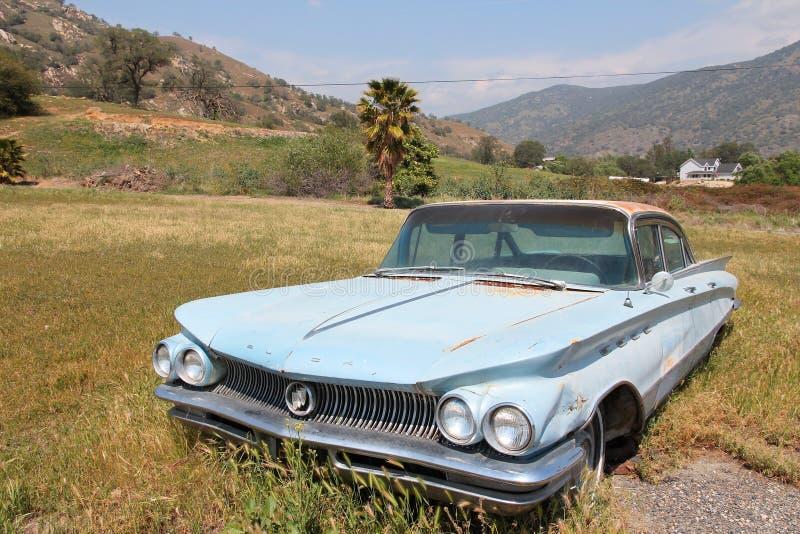SPRINGVILLE,美国- 2014年4月12日:1960年别克在Springville停放的Invicta,加利福尼亚 车厂别克 库存照片