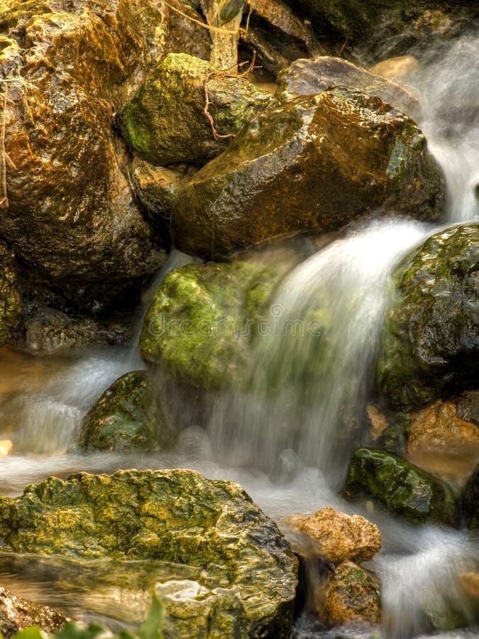 Springwater que fluye foto de archivo