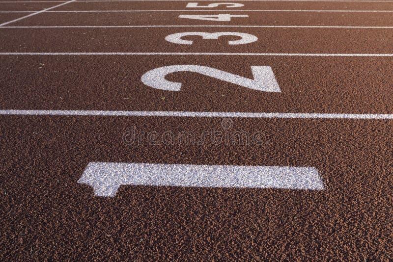 Sprinta den startande linjen för spår fotografering för bildbyråer