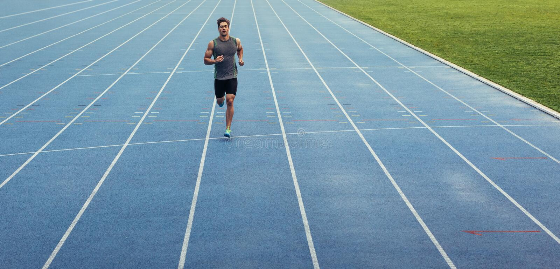 Sprinter που τρέχει στη διαδρομή στοκ φωτογραφίες
