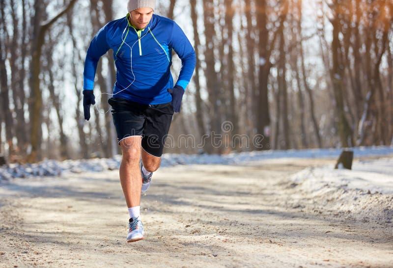 Sprinter που τρέχει στη φύση στοκ φωτογραφίες